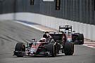 Com novas mudanças, Alonso e Button recebem punições no grid