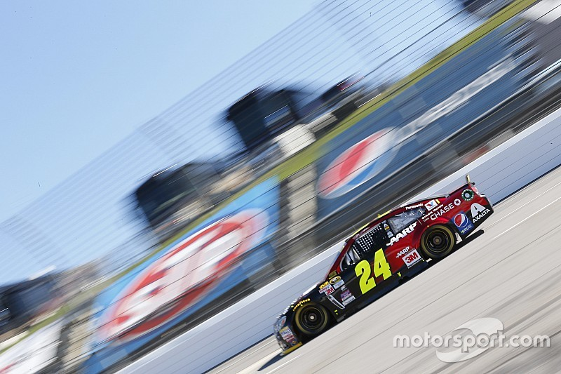 Gordon leading the charge for Hendrick Motorsports at Martinsville