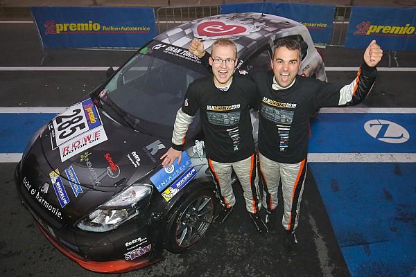 """""""Der Wahnsinn"""": Dirk und Tim Groneck gewinnen VLN-Titel 2015"""