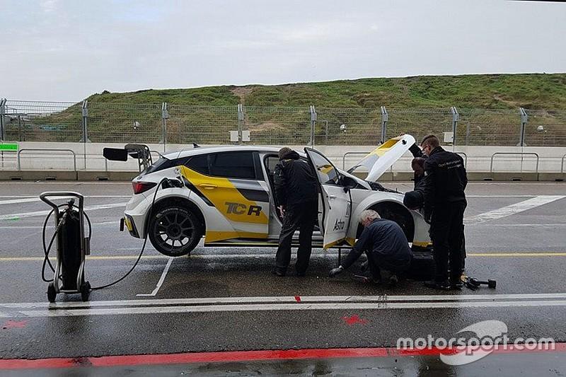 La Opel Astra OPC muove i primi passi a Zandvoort
