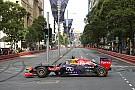 Ricciardo faz alegria de fãs em show com Red Bull campeã