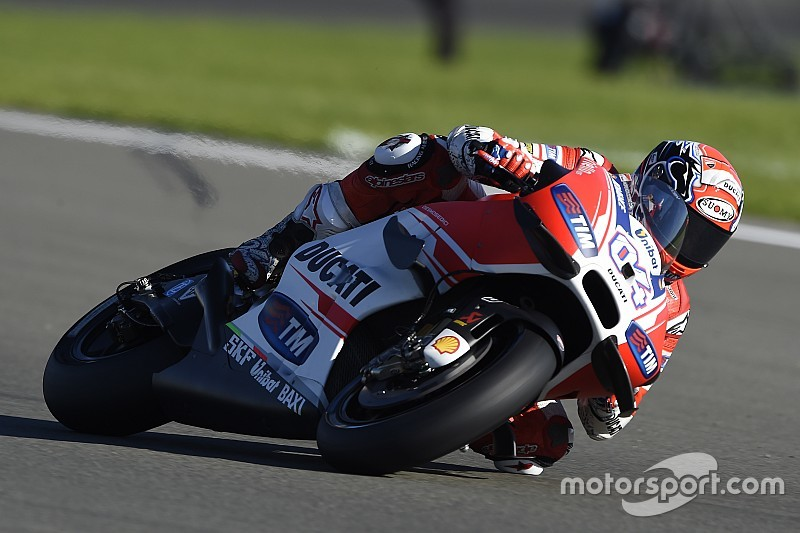 "Ducati targets winning ""at least"" two races in 2016"