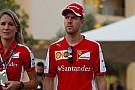 Vettel destoa da Ferrari e pede cautela: cedo para previsões