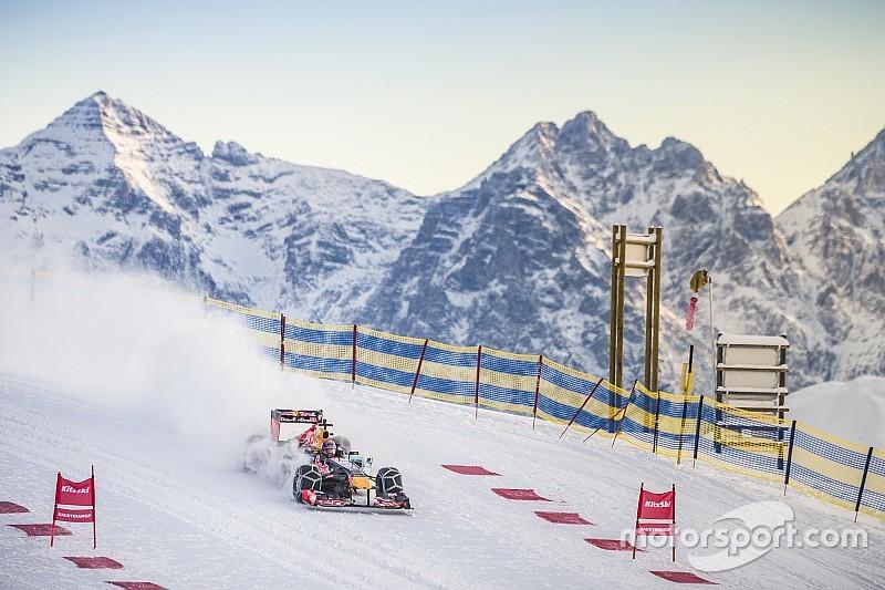 Video: Verstappen stuurt Formule 1-auto door de sneeuw