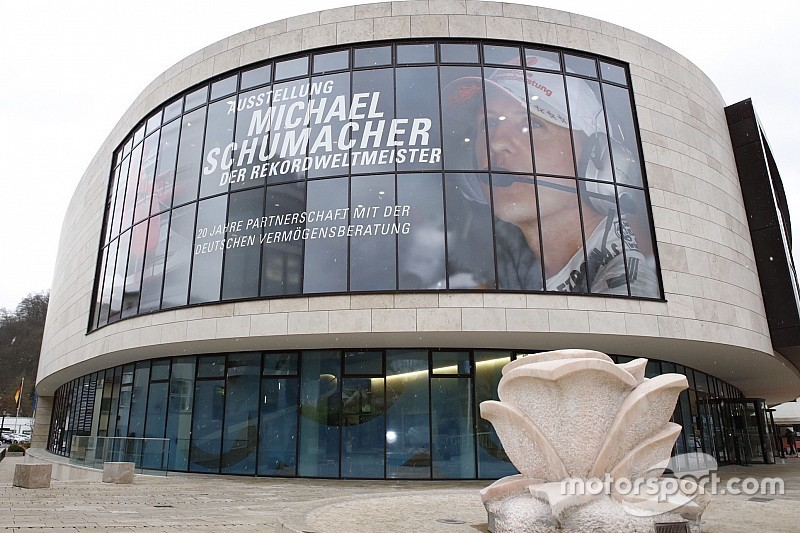 الاحتفال بمسيرة شوماخر في الفورمولا واحد من خلال معرض جديد