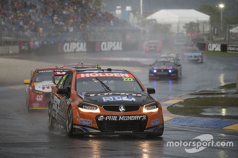 Regenchaos im Hauptrennen: Nick Percat siegt!