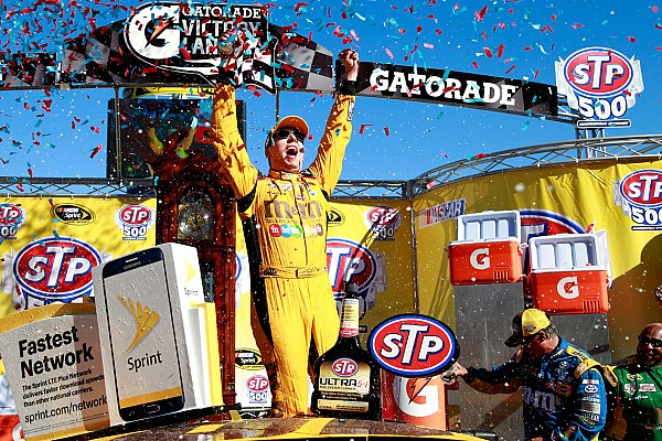 NASCAR Cup Kyle Busch remporte sa première victoire à Martinsville en Cup