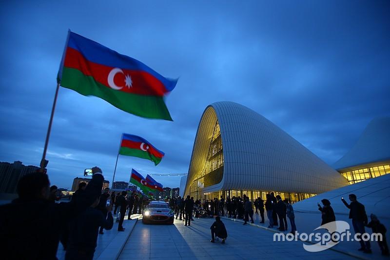 Укладка асфальта на трассе в Баку завершится к концу апреля