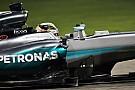 La Mercedes di Hamilton salvata dai coni antintrusione