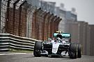 Grand Prix von China: Nico Rosberg Schnellster, Reifenschäden stören erstes Freie Training