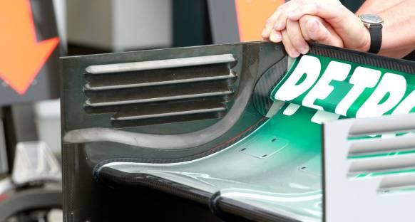 Rakipleri, Mercedes'in sistemini kopyalamak için acele etmiyor