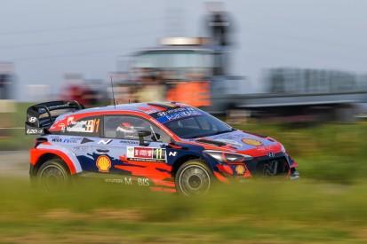 """WRC Rallye Ypern 2021: Hyundai lässt """"keinen Stein auf dem anderen"""""""