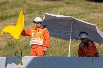 Sportwartin erleidet Knochenbrüche: Fahrer ignoriert gelbe Flaggen und stürzt