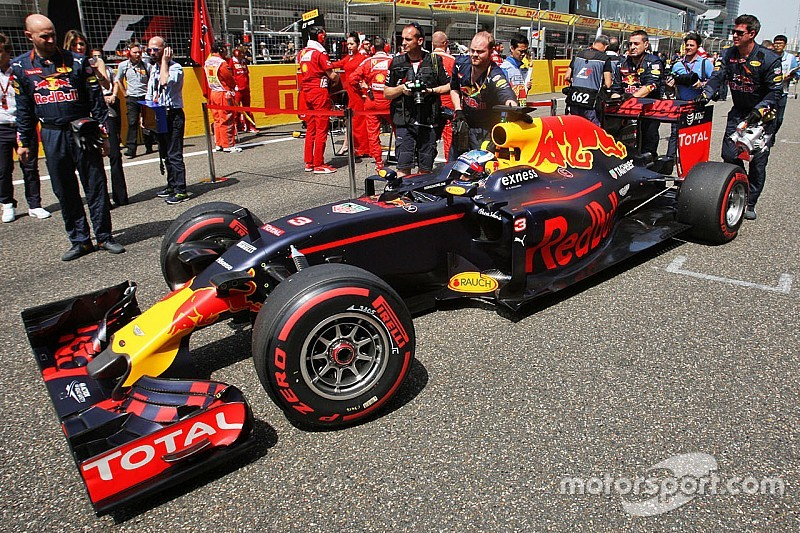 Ricciardo espera que Red Bull esté pronto en el ritmo de Ferrari