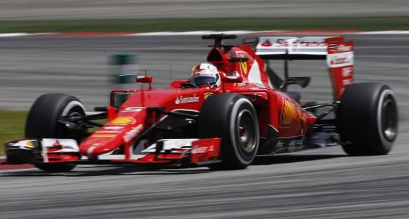 Ferrari 2015 aracını geliştirdiği için 2016 aracında sorun yaşıyor