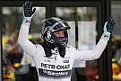 Rosberg, Hamilton'ı geçerek kazandı!