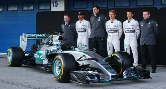 Red Bull: Mercedes 2015'e hakim olacaktır
