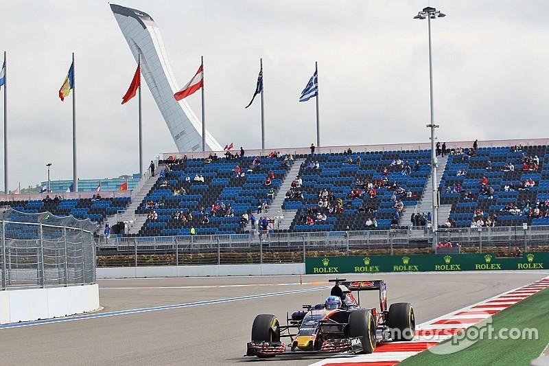 """Verstappen buiten top-tien op eerste dag in Rusland: """"Moeilijke start"""""""