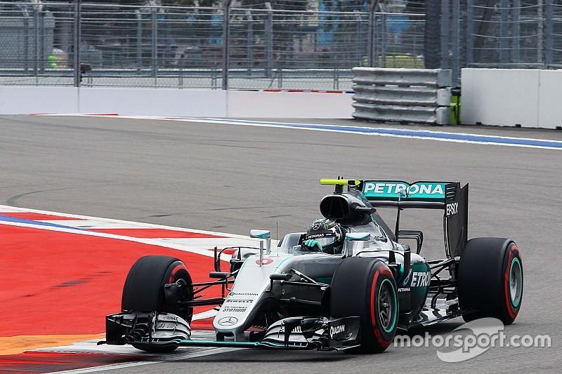 """Rosberg: """"Sólo llevamos tres carreras y media"""""""