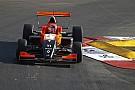 Sacha Fenestraz si impone sul bagnato di Monaco