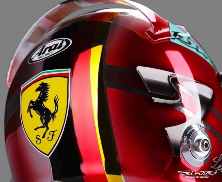 """Egy Ferrari Enzóról """"származik"""" az ágaskodó paripa Vettel új sisakján"""