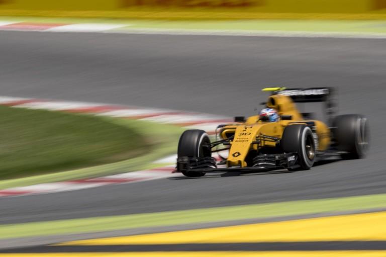 A Renault szerint kiábrándító a guminyomásos ügy - nem kellenének az előírások!