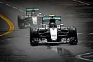 Hamilton megfenyegette a Mercedest - Rosberg ezért engedte el Monacóban?!
