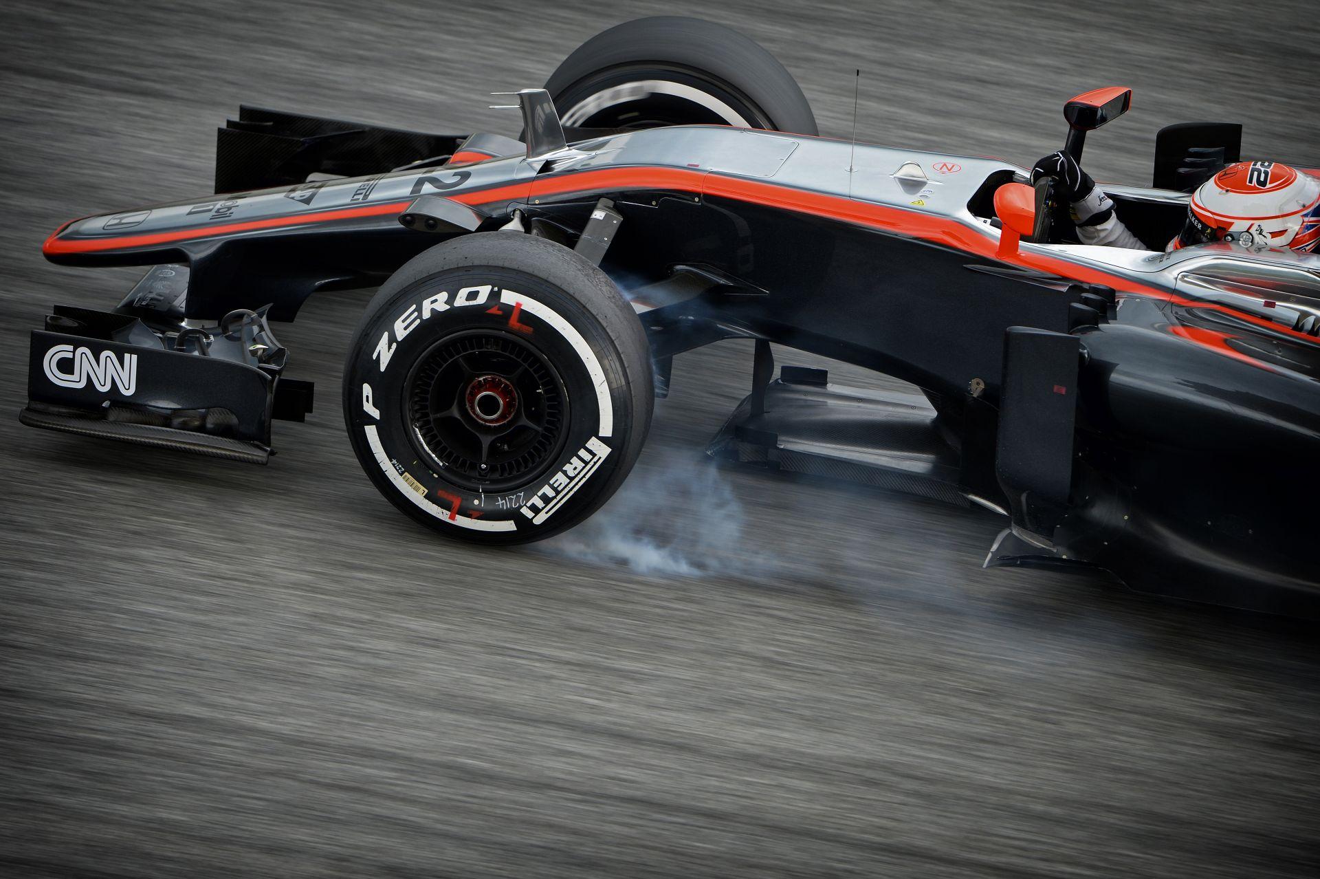 Rossz hír: Button autójában elszállt a Honda motor, cserélni kell