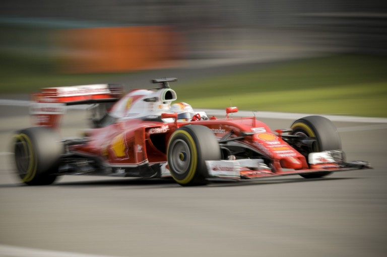 ÉLŐ F1-ES MŰSOR: Vettel kivégezte Kimi versenyét, és még neki állt feljebb... Rosberg szárnyal!