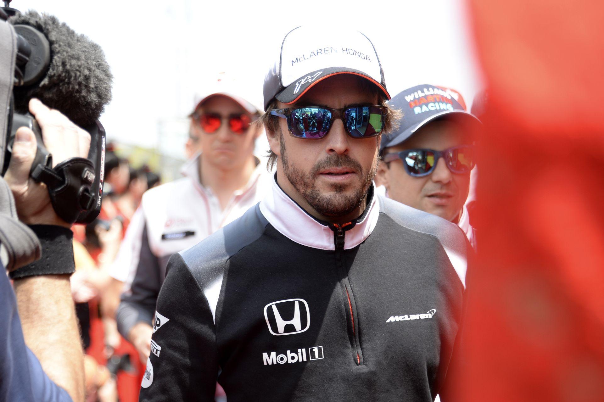 Alonso 34 nappal a súlyos balesetét követően teljesen gyógyult lett