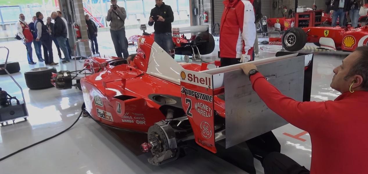 Napjainkban a V10-es Ferrari F2001: brutális hangok