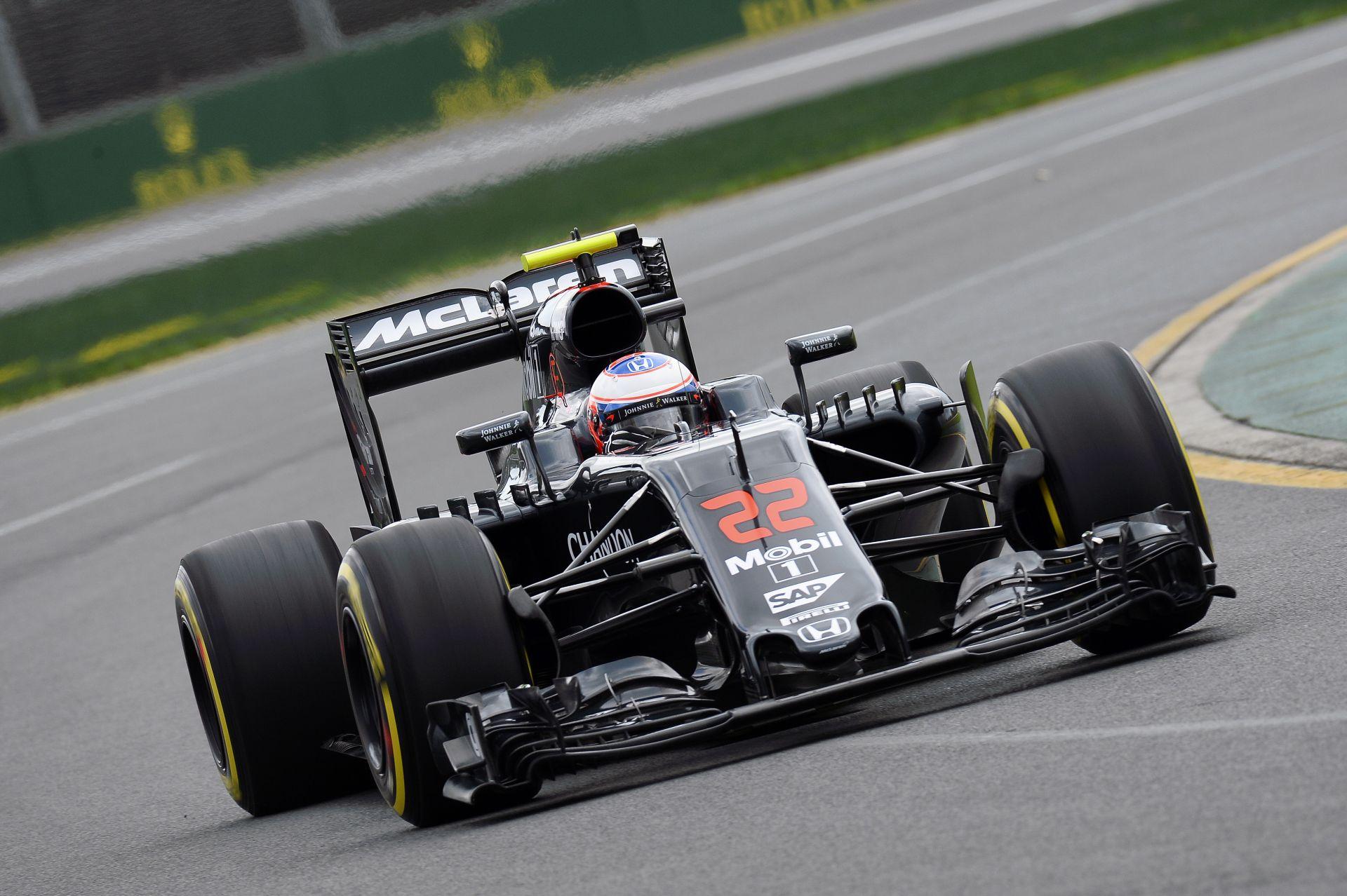 Button nagyon boldog, hogy Alonso jól van