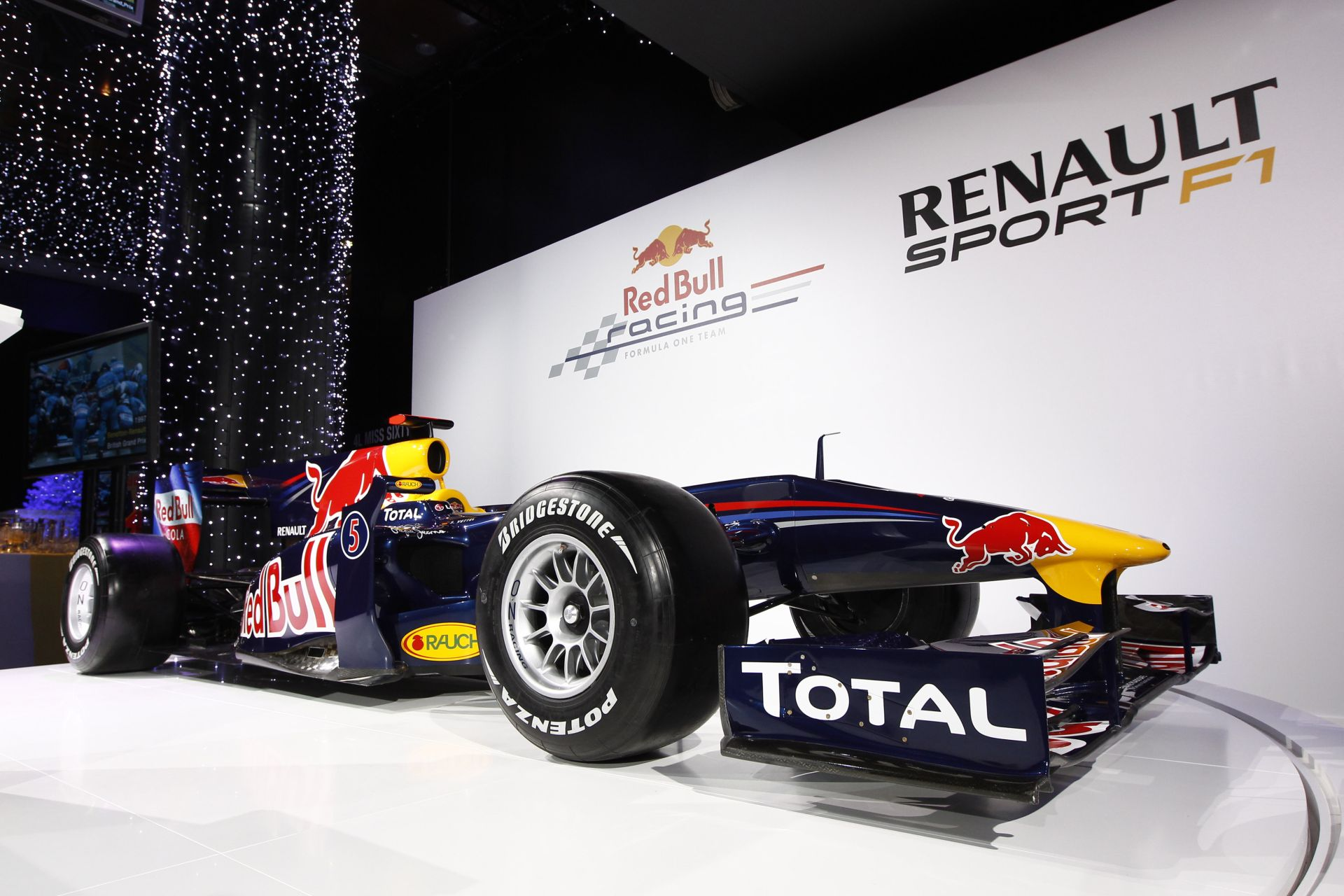 Újabb hivatalos képek a Red Bull idei F1-es festéséről