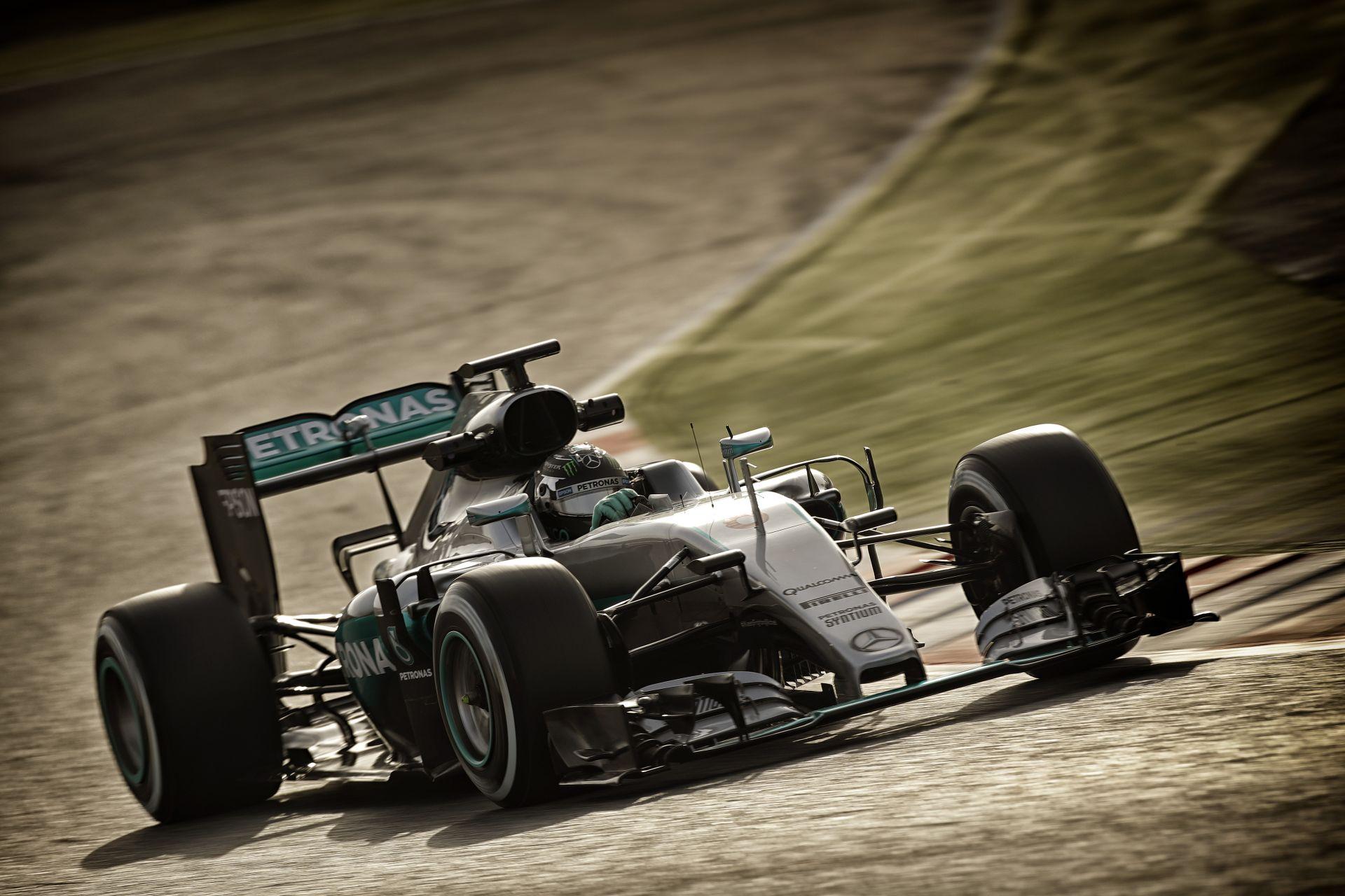 Rosberg pontosan tudja, hogy egy világverő Mercedes van alatta…