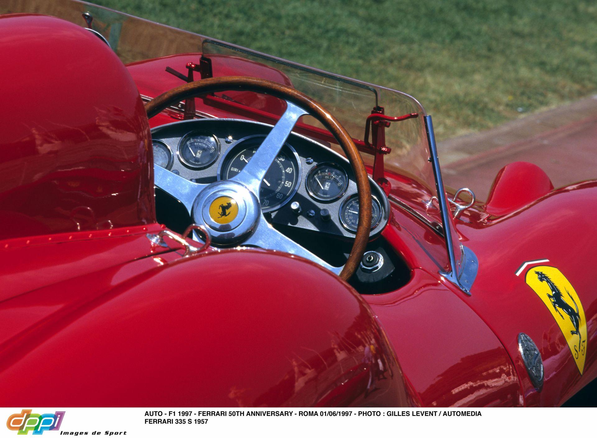 Az ikonikus 1957-es Forma-1-es Ferrari rekordnak számító 32 millió euróért kelhet el!
