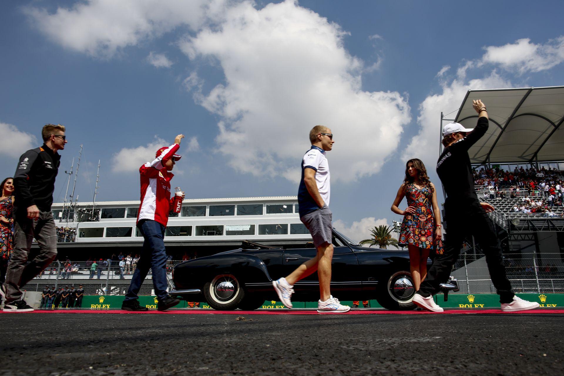 A Mercedesnek az a jó, ha Hamilton és Rosberg űzi egymást, és nincs képben Vettel
