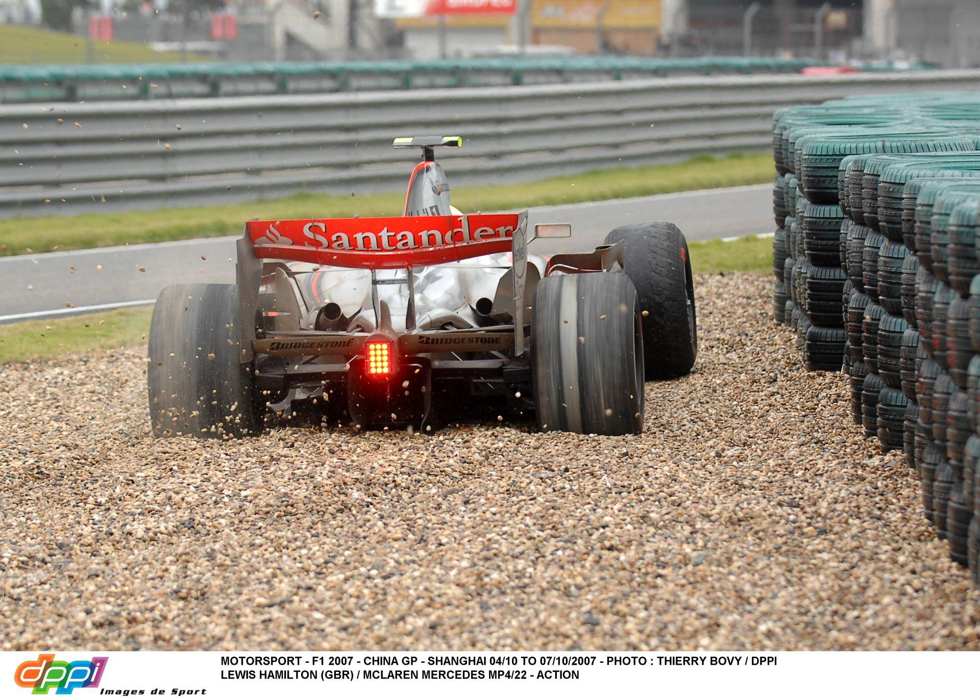 Hamilton drámai kiesése 2007-ben ezen a napon: ha ez nincs, Raikkönen talán soha nem lesz bajnok