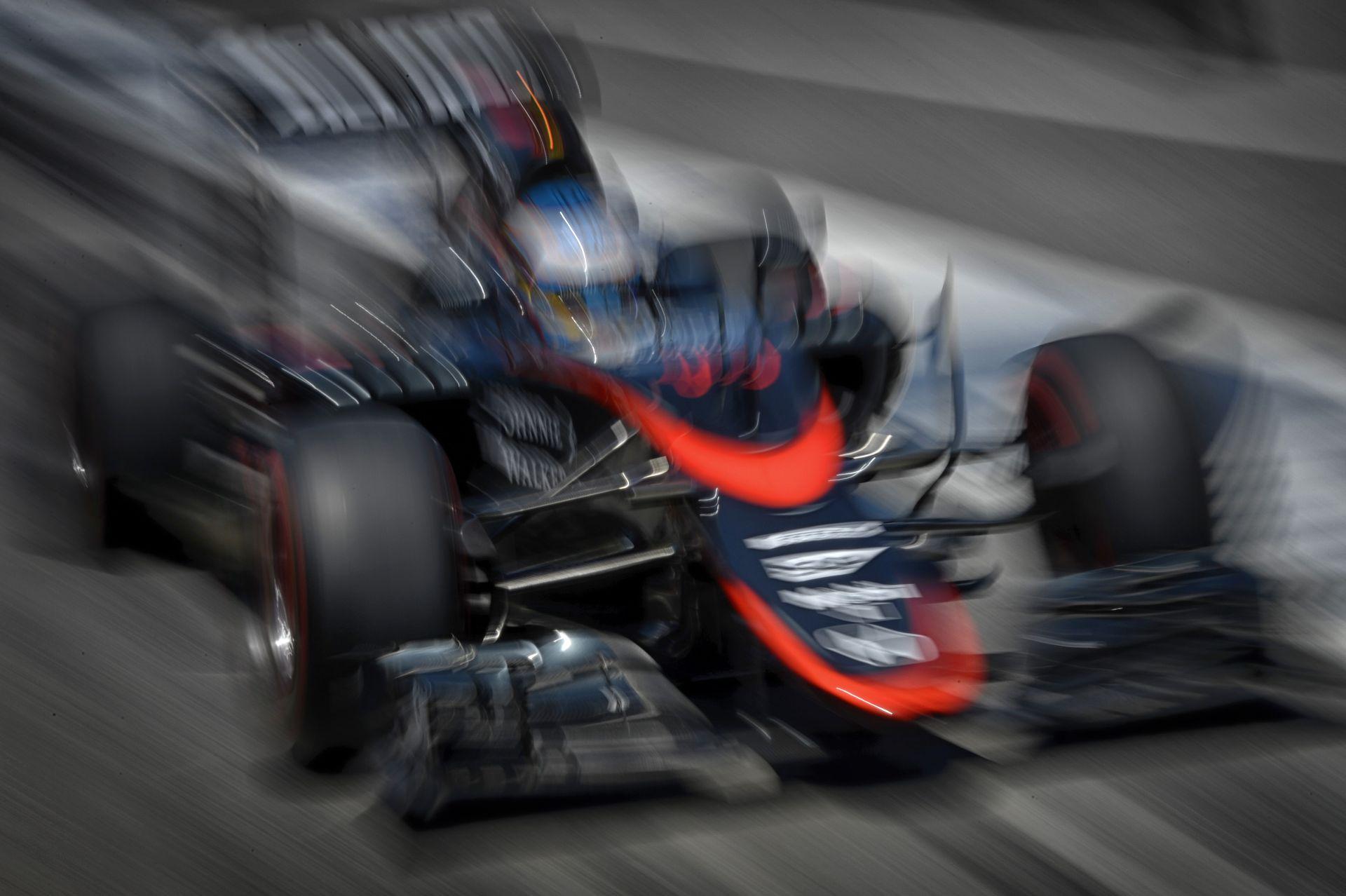 Alonso kapja meg a legújabb fejlesztésű Honda motort: cserébe a rajtrács végéről rajtol