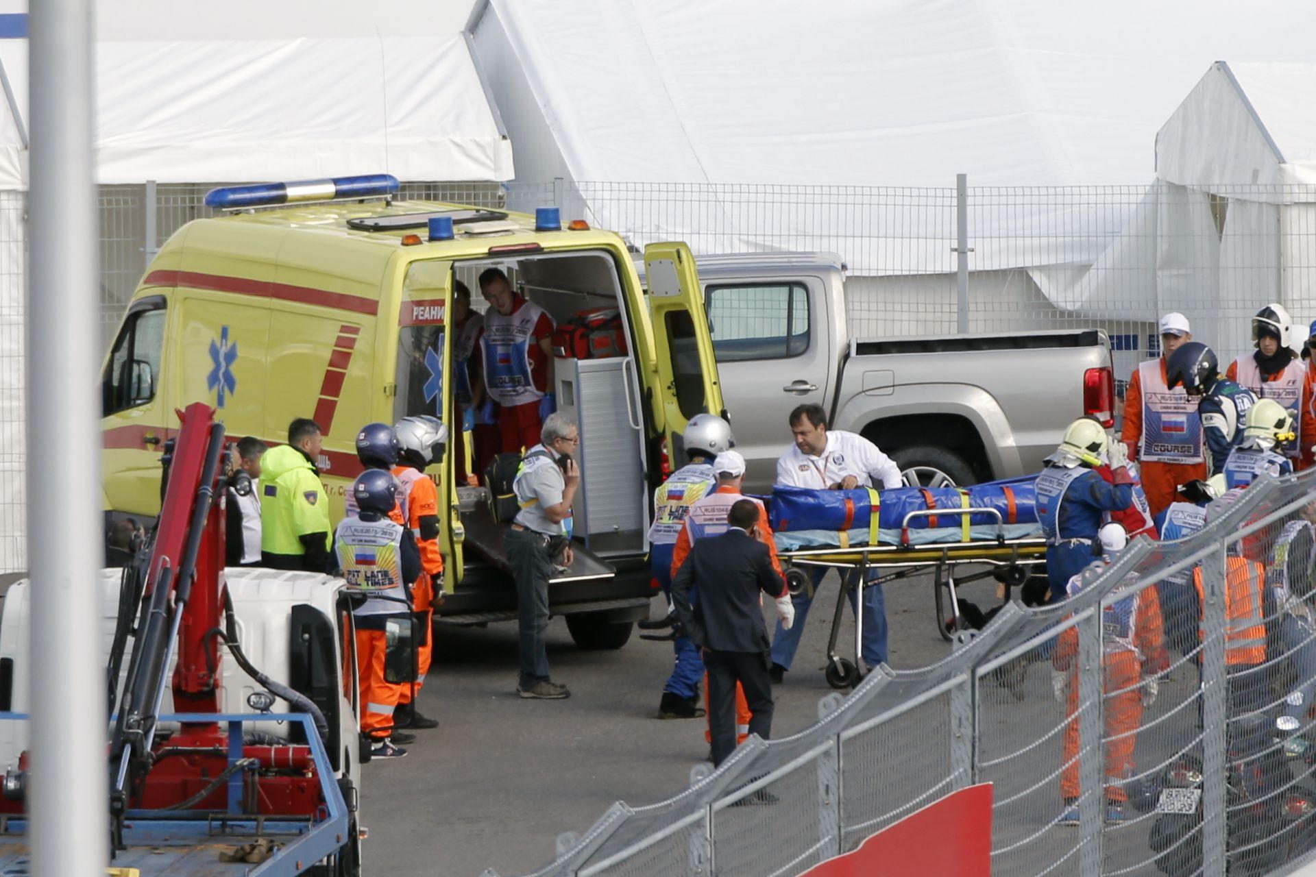 Sainz 150-nel csapódott a korlátba: kap pár új alkatrészt a spanyol autója