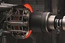 Tesztpadon az F1-es fék: izzik és sivít a rendszer