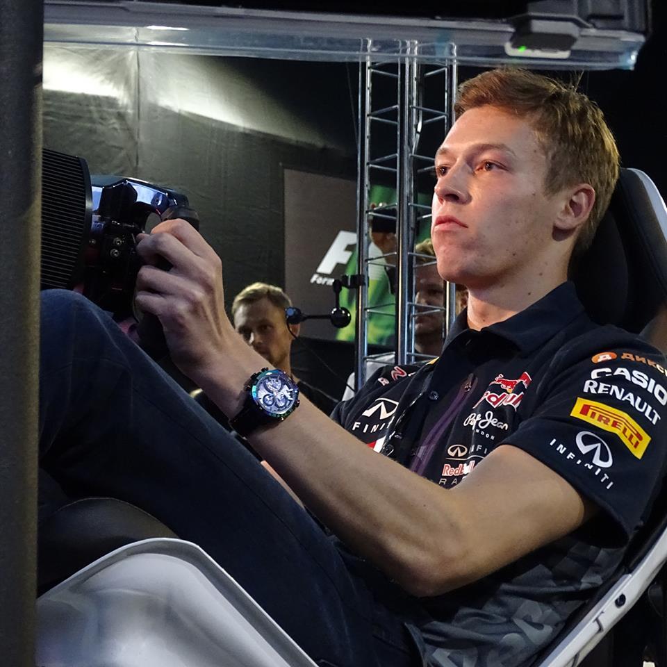 Ilyen, amikor Kvyat az új F1-es játékkal játszik