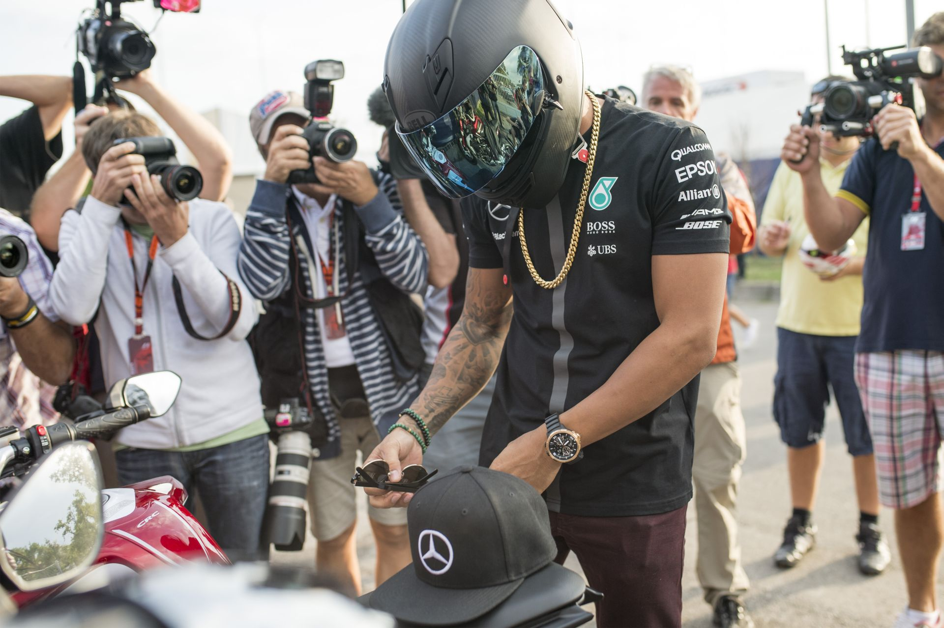 Hamilton nyerte meg az időmérőt Raikkönen és Vettel előtt Monzában! Rosberg csak a 4.