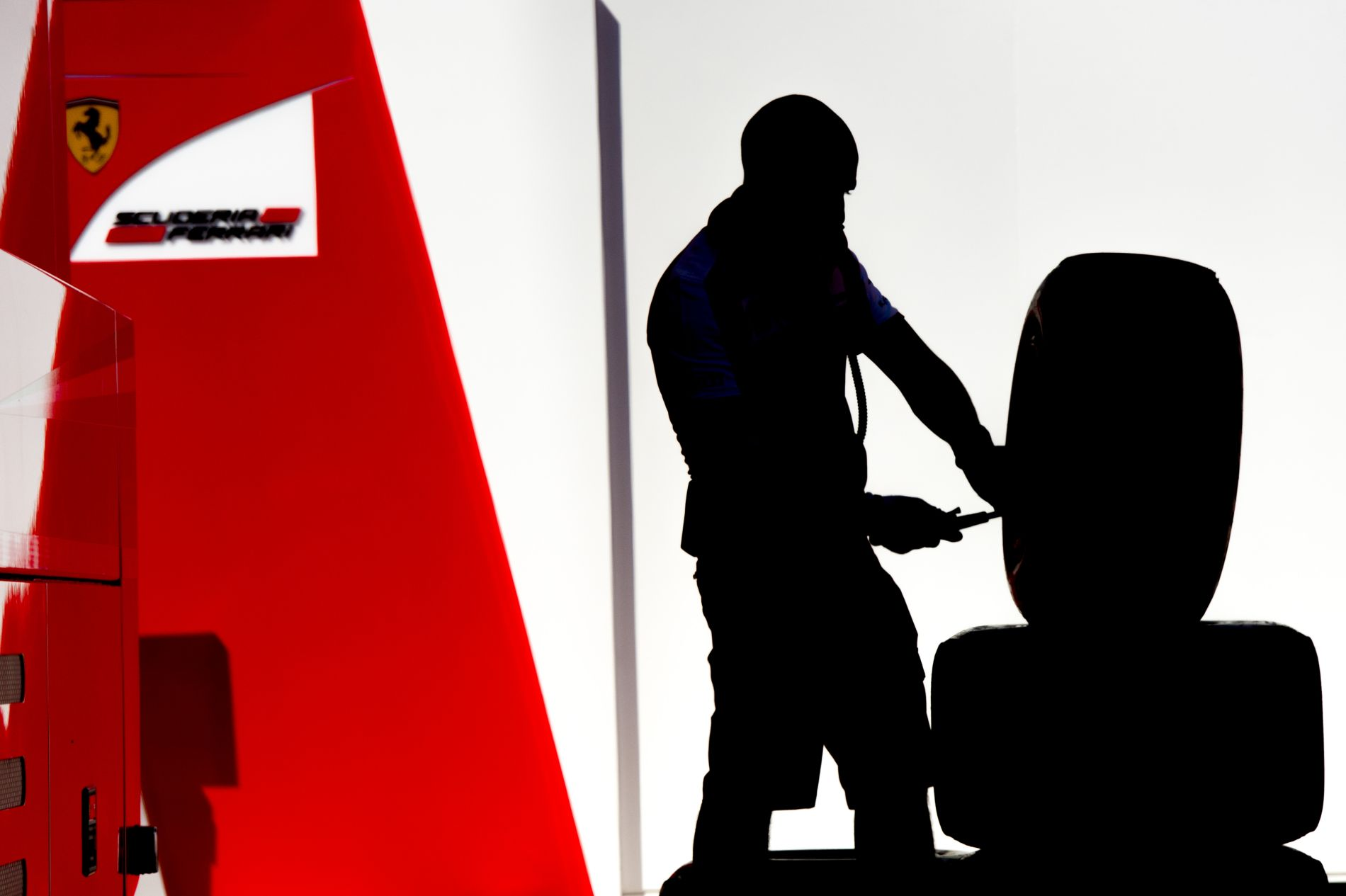 Az FIA figyelmeztet: büntetés jár azoknak, akik trükköznek a guminyomással, dőlésszöggel
