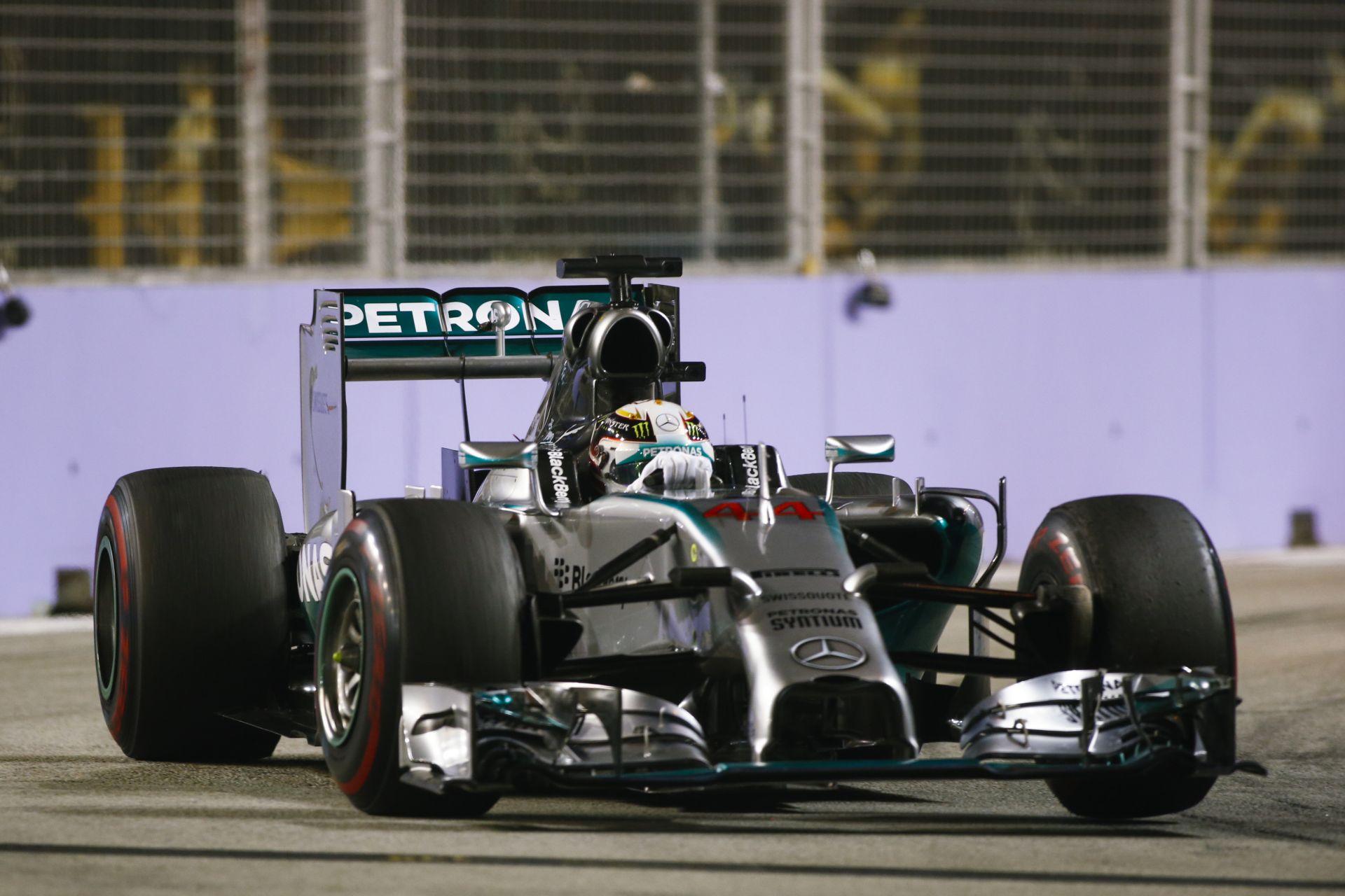 Hamilton tavalyi pole köre Szingapúrból