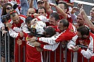 Így örült Hamilton az első helyének Japánban: Vettel sem volt boldogtalan