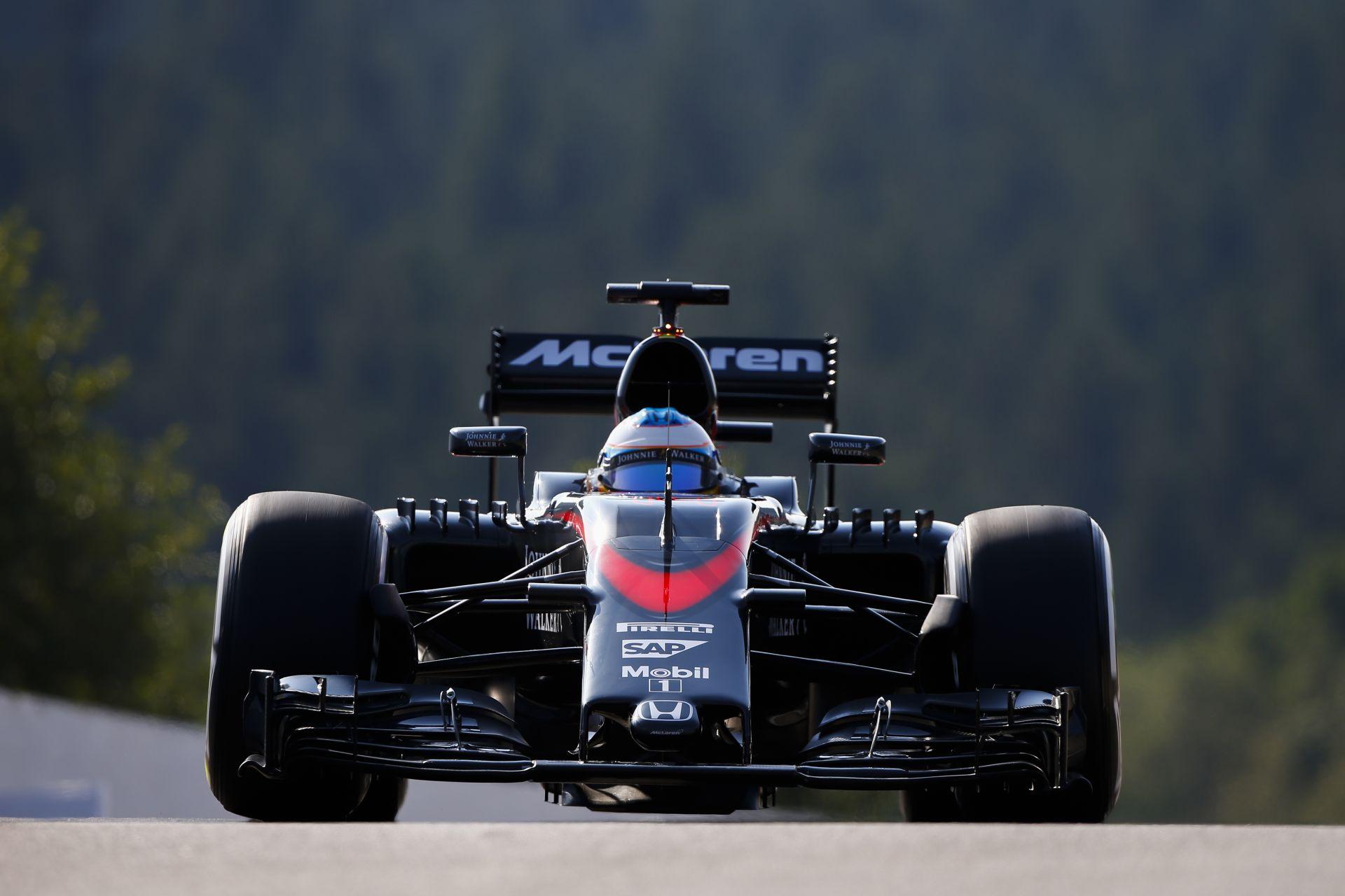 Rettentő lassú Alonso alatt a McLaren-Honda az egyenesekben Spa-ban