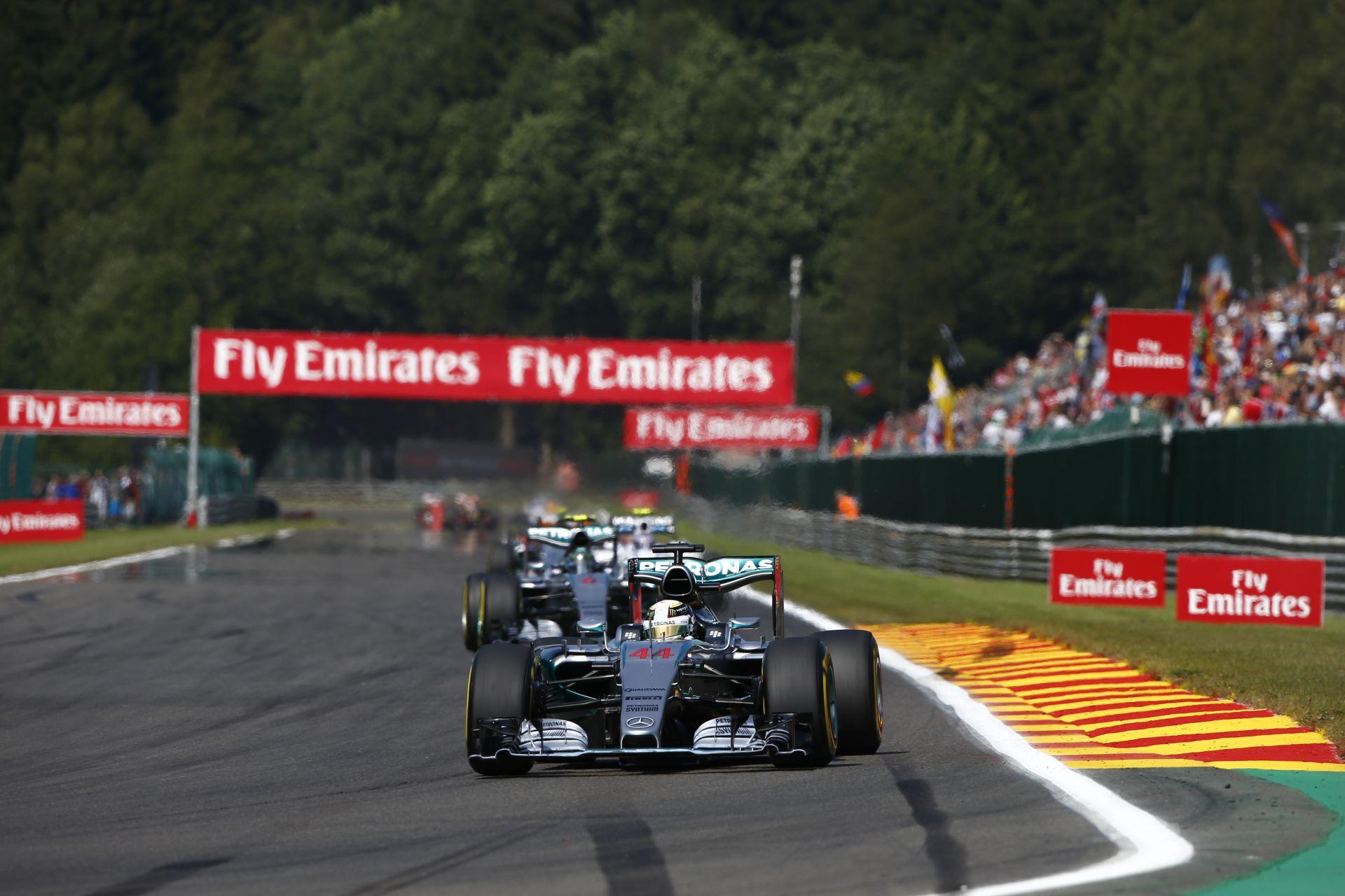 A Mercedes miért hibázik többet a rajtoknál? Szingapúrtól már nem fognak?