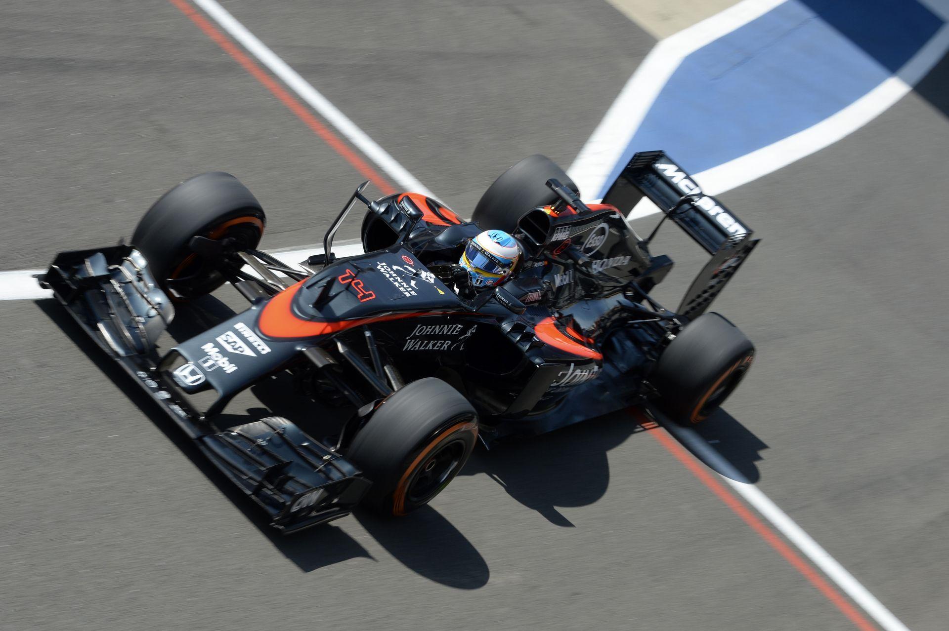 A McLaren-Honda lassabb a vártnál Silverstone-ban: Alonso nehéz menetre számít