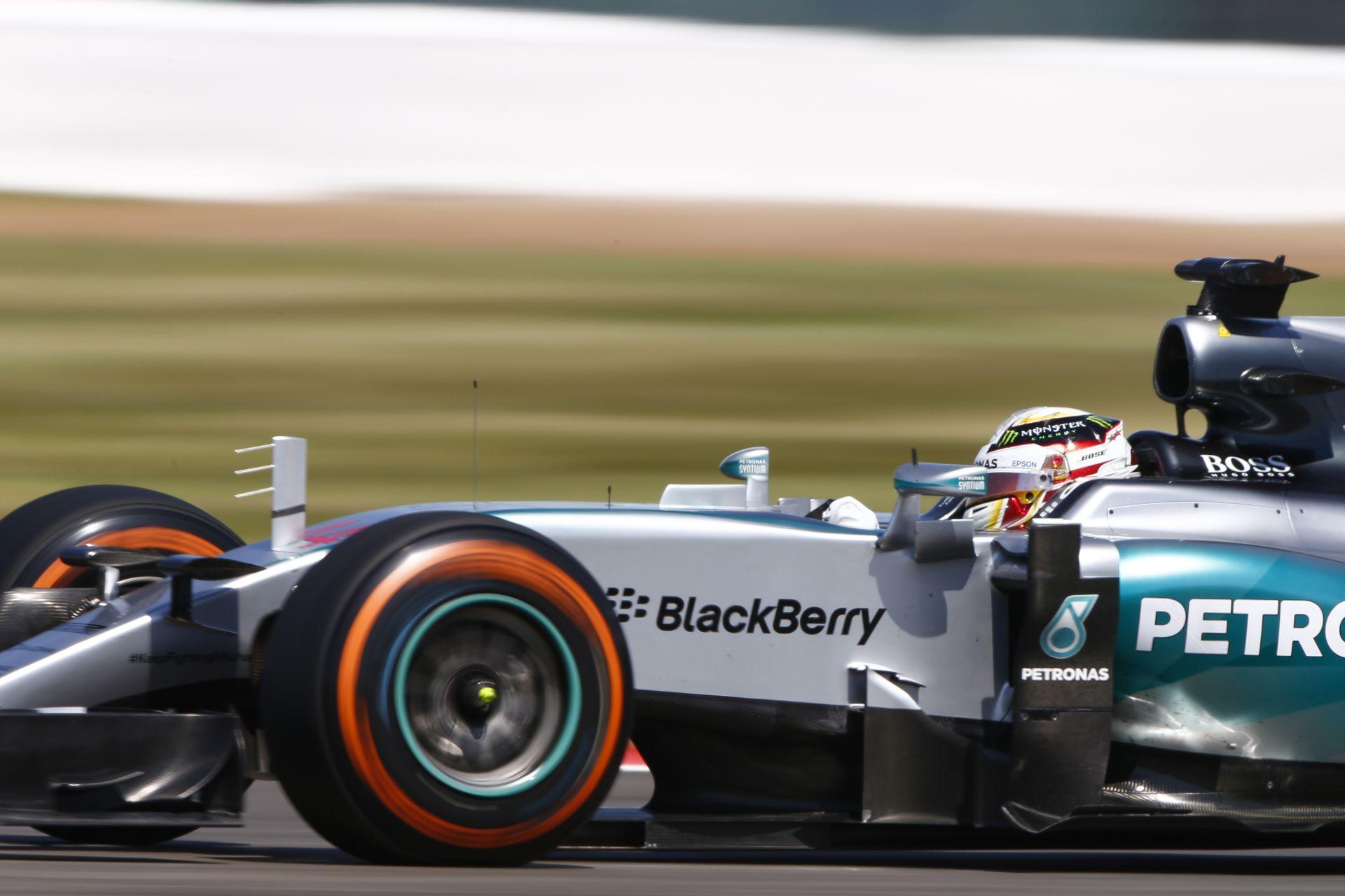 Hamilton megalázó fölénnyel végzett az élen Silverstone-ban a harmadik edzésen Rosberg és Raikkönen előtt! Vettel lett a negyedi