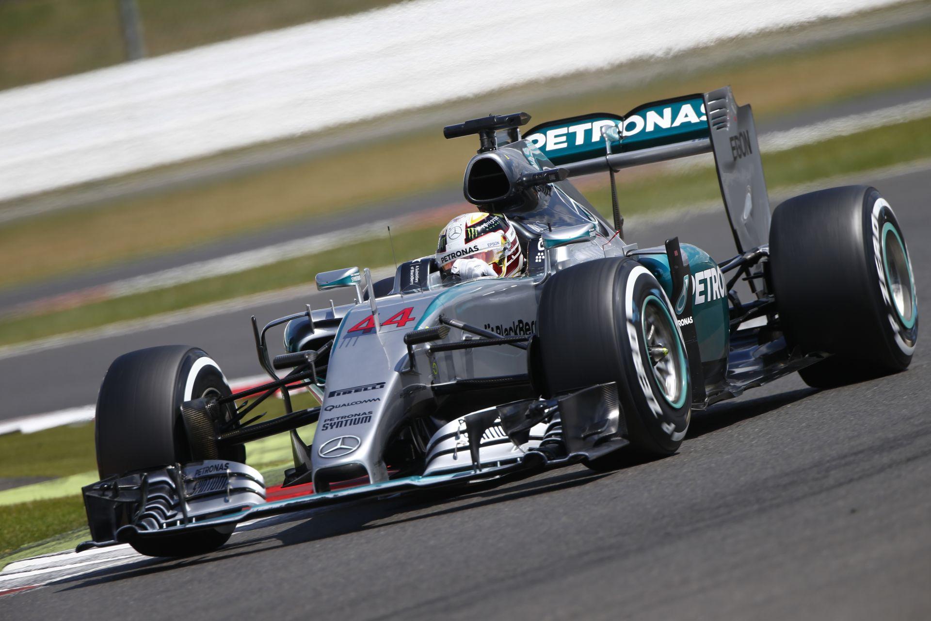Hamilton előzési kísérlete Massa ellen Silverstone-ban: A brazil keményen védekezett